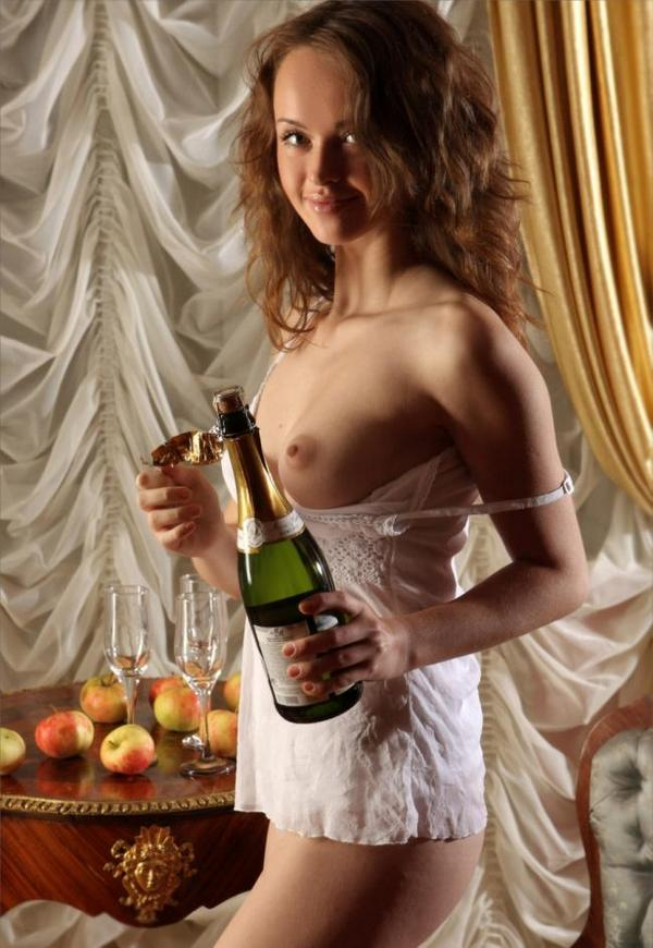 http://chaykibar.ru/wp-content/uploads/2014/12/shampanskoe.jpg
